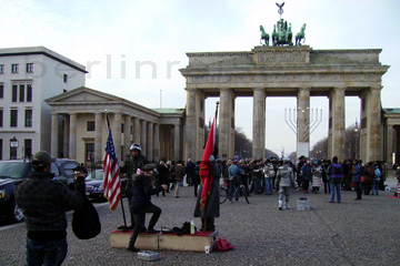 Am Brandenburger Tor in Berlin
